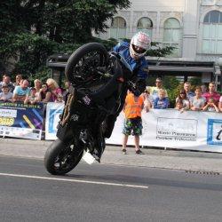 Pokaz stuntu motocyklowego w centrum Piotrkowa (GALERIA, VIDEO)