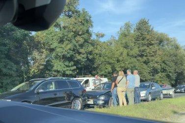 3 auta zderzyły się przy Bugaju. Korki w kierunku centrum