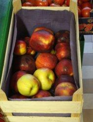 O ile mniej płacimy za ziemniaki, jabłka, cukier?