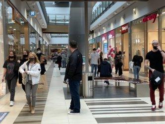 Tłumy w galerii Focus Mall