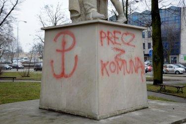 Pomnik żołnierzy zniszczony