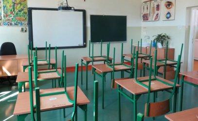 Gmina Wola Krzysztoporska: Wakacyjne remonty w szkołach