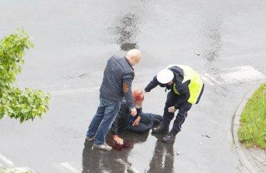 Mężczyzna potrącony na przejściu dla pieszych