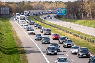 Eksperci: system kontroli prędkości w autach zwiększy ich ceny i wysokość składek ubezpieczeniowych