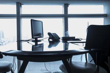 Jakie oświetlenie wybrać do biura? Poznaj porady eksperta