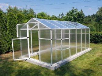 Jak wybrać odpowiednią szklarnię ogrodową?