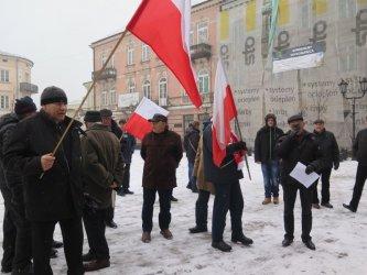 Protest przed biurem PiS w Piotrkowie