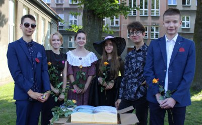 Uczniowie i nauczyciele III LO obchodzili 212. urodziny patrona