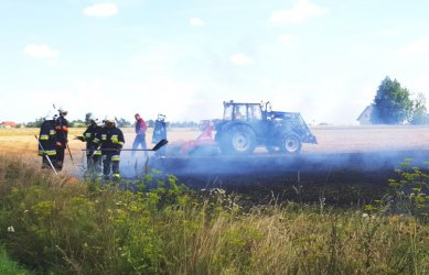 Pożary pól w powiecie. Strażacy apelują o ostrożność