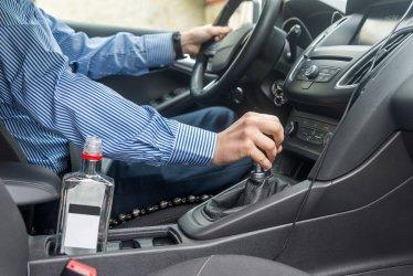 Kompletnie pijany kierowca chciał ratować się łapówką