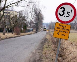 Kto naprawi drogę w Michałowie?