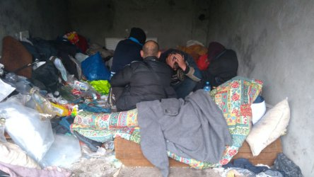 Zimno im niestraszne. Bezdomni w centrum Piotrkowa