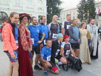 Po raz czwarty pobiegli w nocnym półmaratonie. Zobacz, kto stanął na podium!