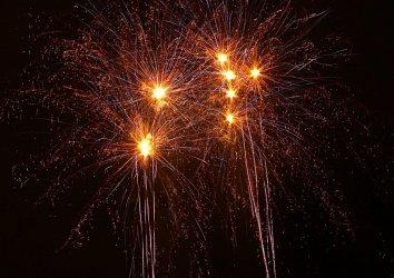 Jak dotrzymać noworocznych postanowień? Wróżka online pomoże dobrze wejść w 2021 r.
