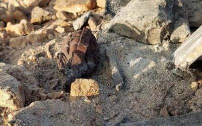 Rozbierał komin. Znalazł dwa granaty