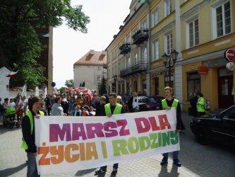 Ulicami Piotrkowa przeszedł Marsz dla Życia i Rodziny