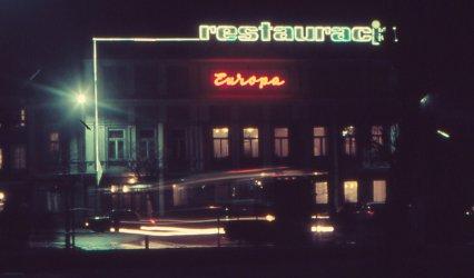 Niezapomniany urok piotrkowskich neonów