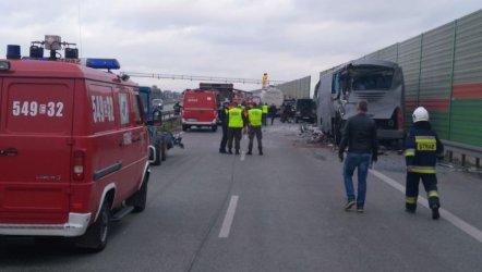 Wypadek na S8, rannych 7 osób!  [VIDEO]