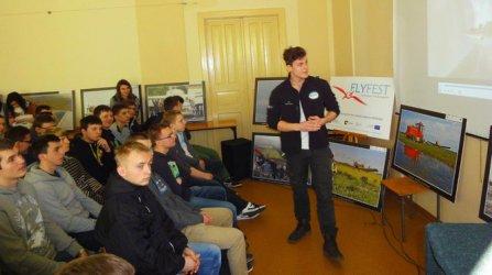 AZP promuje lotnictwo wśród młodzieży