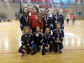 8 medali młodych zapaśniczek AKS