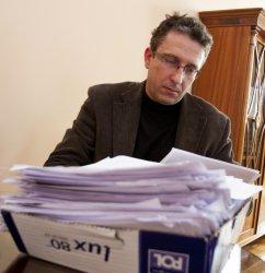 Piotrków: Sądowe papiery znalezione w śmieciach