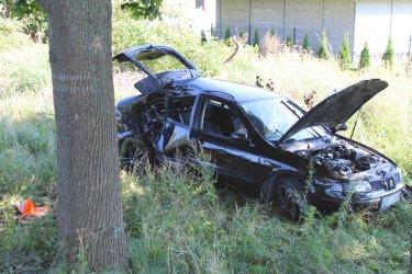 Wypadł samochodem z drogi i trafił do szpitala