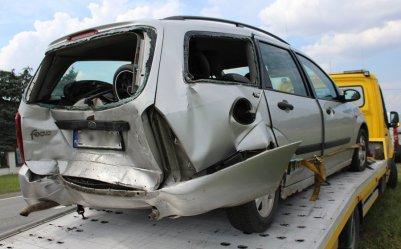 Zderzenie busa i dwóch osobówek w Jarostach