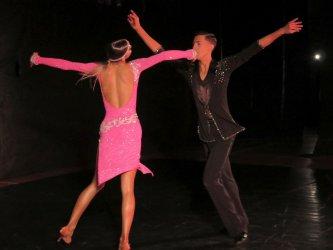 Ognisty taniec w sali sportowej SP12