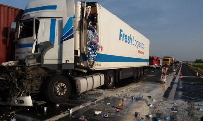 Kierowcy ciężarówek ranni w wypadku na A1