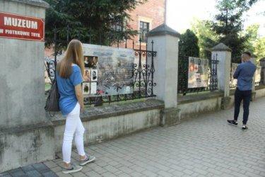 100-lecie PCK. Kolejna wystawa na parkanie zamku