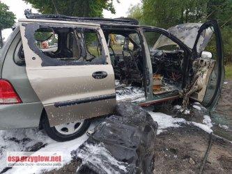 Pożar samochodu z instalacją gazową w Poniatowie, w środku była jeszcze jedna butla z gazem