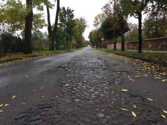 Zamiast kamieni będzie asfalt