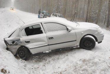 Opel astra wpadł w poślizg – sześć osób w szpitalu