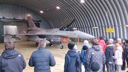 Piotrkowianie z wizytą w lotniczej bazie