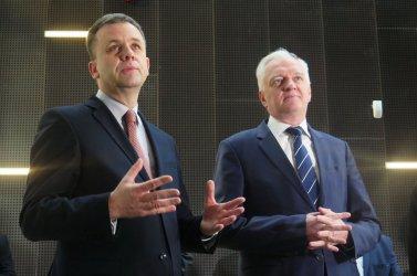 Minister Gowin oglądał piotrkowską mediatekę