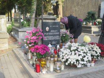 Odwiedzając swoich bliskich zmarłych zachowajcie ostrożność