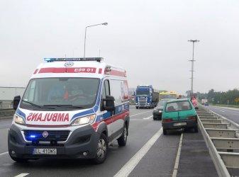 Stłuczka dwóch aut na węźle Piotrków Trybunalski Południe