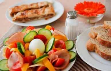 Jedz obfite śniadanie zamiast dużego obiadu - radzą naukowcy