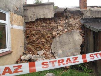 Walące się ściany w samym sercu miasta