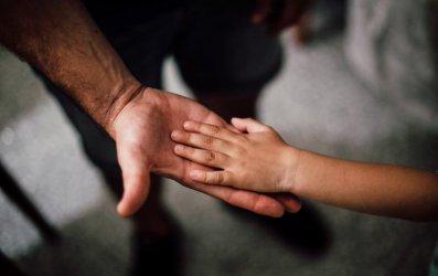 Pediatra: dzieci na ogół nie zakażają dorosłych koronawirusem