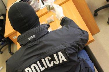 Policjanci z Tomaszowa rozbili rodzinny biznes narkotykowy
