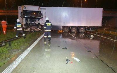 Ciężarówka całkowicie zablokowała drogę S8 w kierunku Katowic