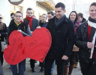 Walentynki w Piotrkowie. Rozdawali Karty życia i lizaki