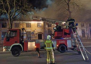 Pożar budynku byłego Metalplastu w Piotrkowie (VIDEO)