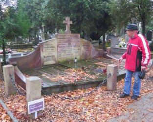 Odwiedziliśmy piotrkowskie nekropolie. Jest jeszcze wiele do zrobienia