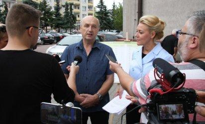Radna organizuje konferencję, pracownik MZK atakuje prezesa (VIDEO)