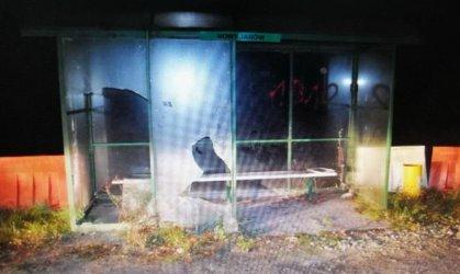 Zdemolowali przystanek autobusowy. Byli pijani