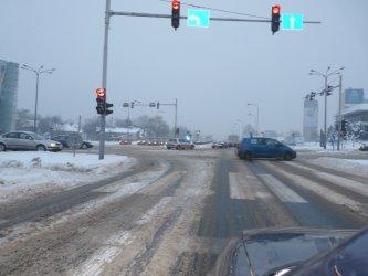 Piotrków: Na drogach wciąż zalega śnieg