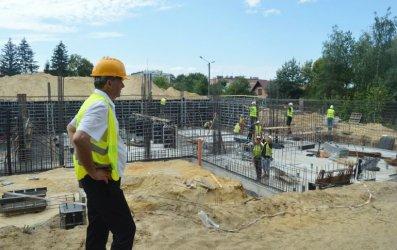 Fundamenty prawie gotowe. W Sulejowie budują basen i halę sportową