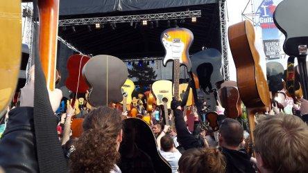 Piotrkowianie w największej gitarowej orkiestrze świata